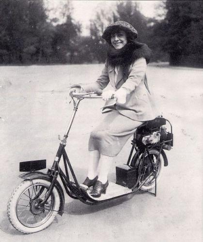 Pas sûr que Gaby Morlay, en 1922, possédait une assurance scooter ...