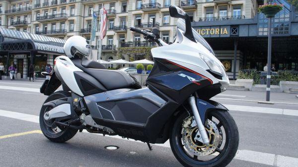 Une assurance scooter pas chère pour le SRV 850 cm3 d'Aprilia? Vous rêvez ...