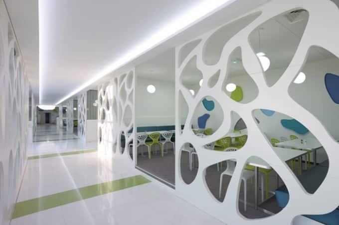 L'intérieur du siège social très, très moderne de la Matmut à Rouen (avec une structure extérieure en verre pas vraiment écologique...)